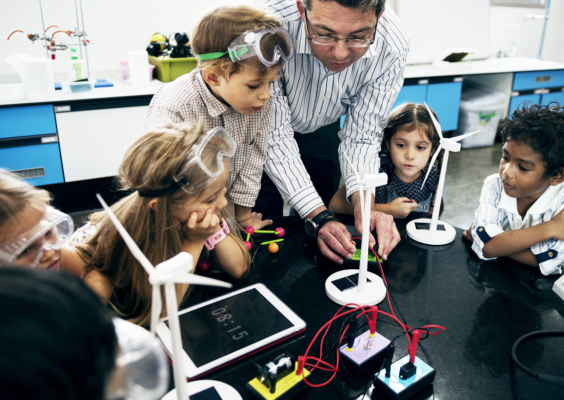 What helps children learn difficult tasks: A teacher's presence may be worth more than a screen, Trends in Neuroscience and Education, December 2019